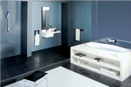 lograr más espacio de almacenaje en el baño