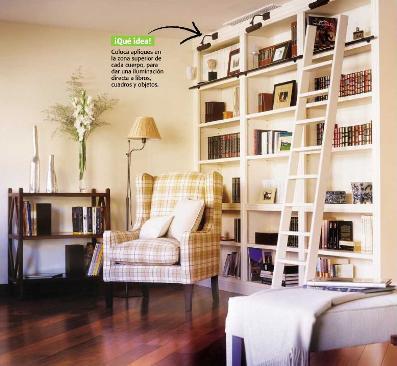 Gran librería con escalera
