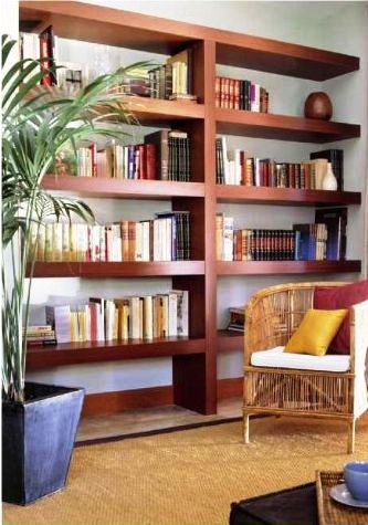Librería aprovechando un hueco