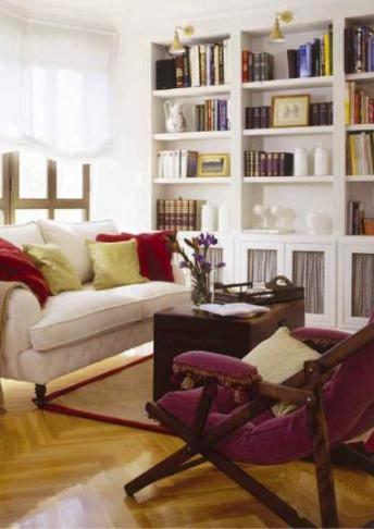 Librería con estantes y puertas